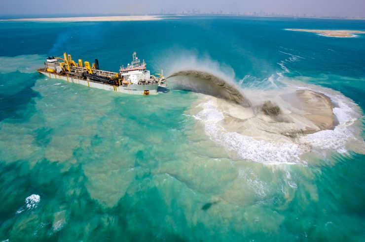 dredger-on-the-world-islands-development-dubai